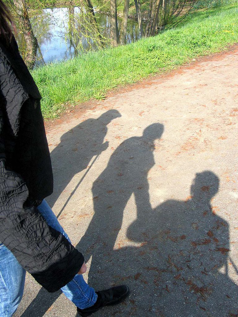 Gemeinsam in der Natur spazieren. Individuelle Seniorenbegleitung, Stuttgart