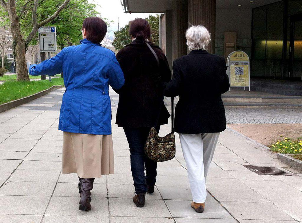 Begleitung bei Behördengängen. Individuelle Seniorenbegleitung, Stuttgart